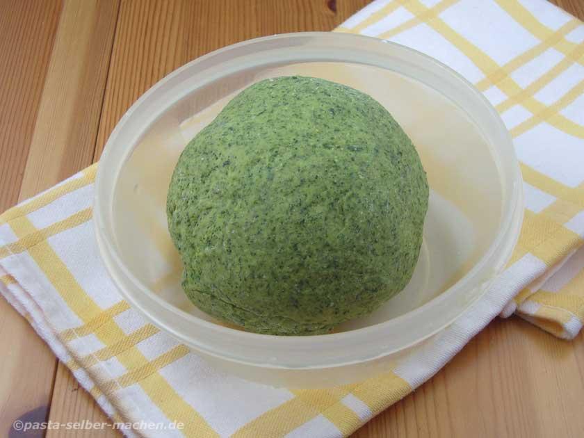 Teig für grüne Pasta